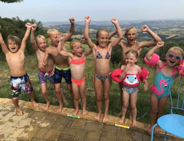children-pool-1400x1050
